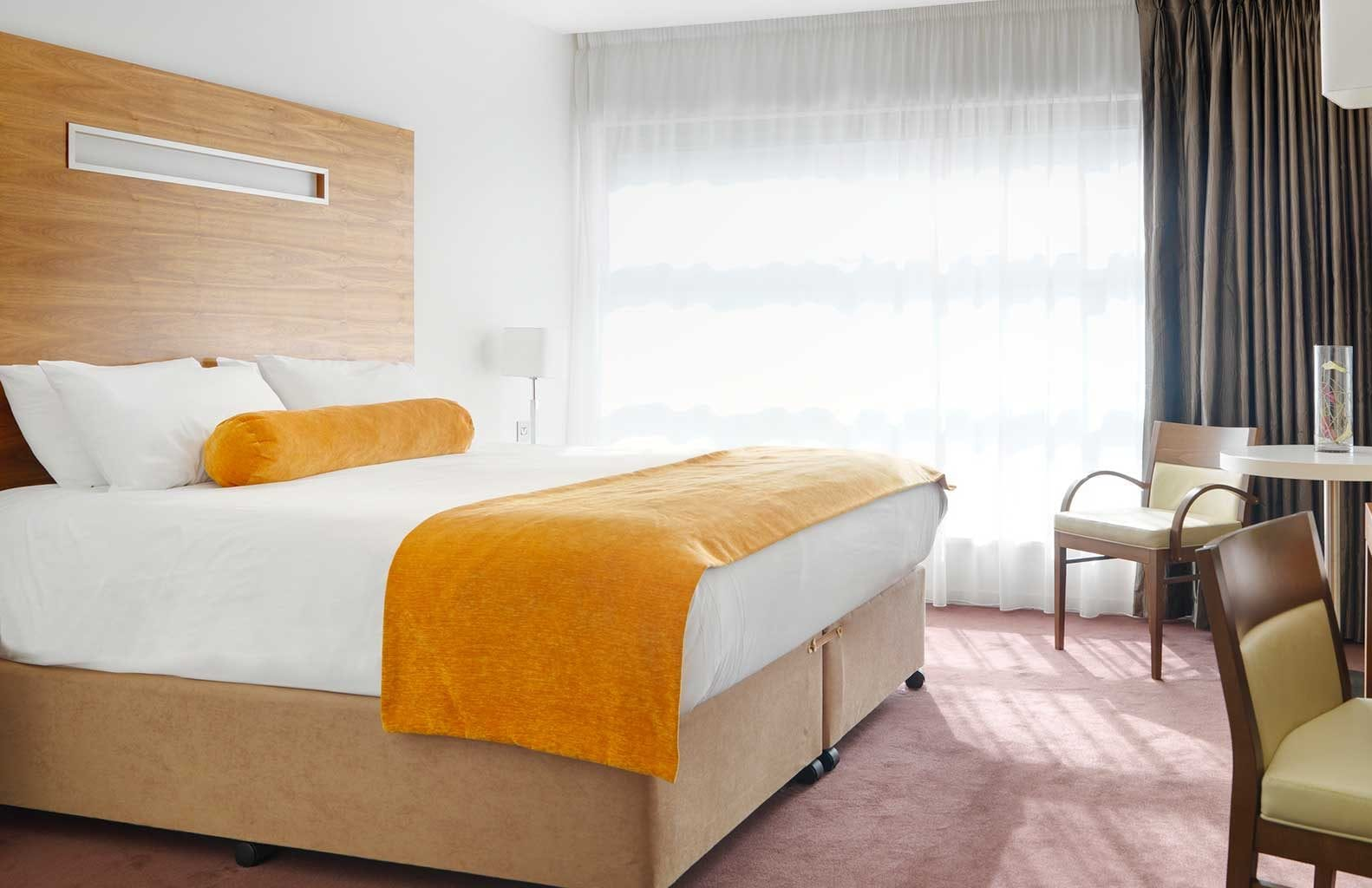 Accessible-bedroom-at_Clayton_Hotel_Galway